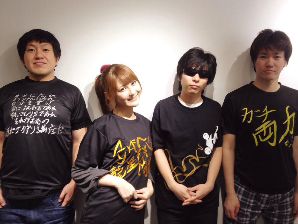 ぬどんさんともこうさんと椿姫とパチリ。 だけど・・・  椿姫のバンドみたいになっとるがな!! http://t.co/F5tZUgjMk3