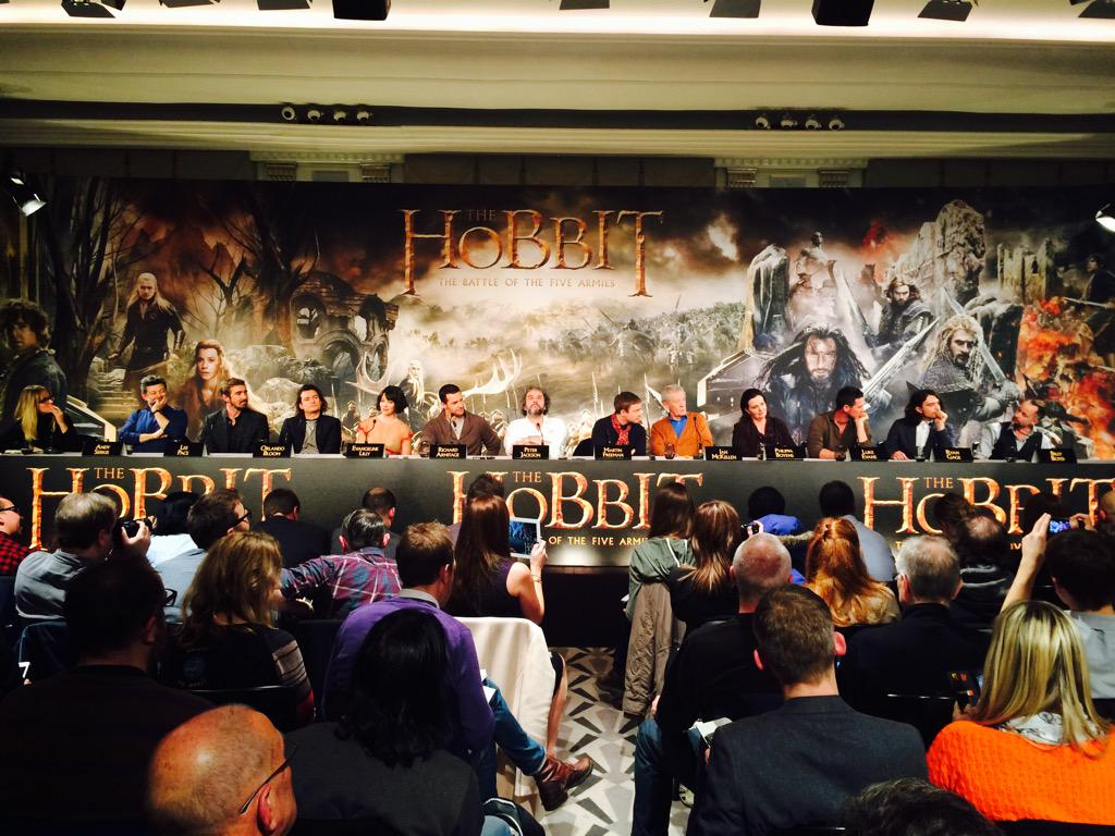 RT @HobbitMoviesUK: The cast and filmmakers of #TheHobbit trilogy, as the London press conference ends. #OneLastTime http://t.co/bXzuRKtbqX