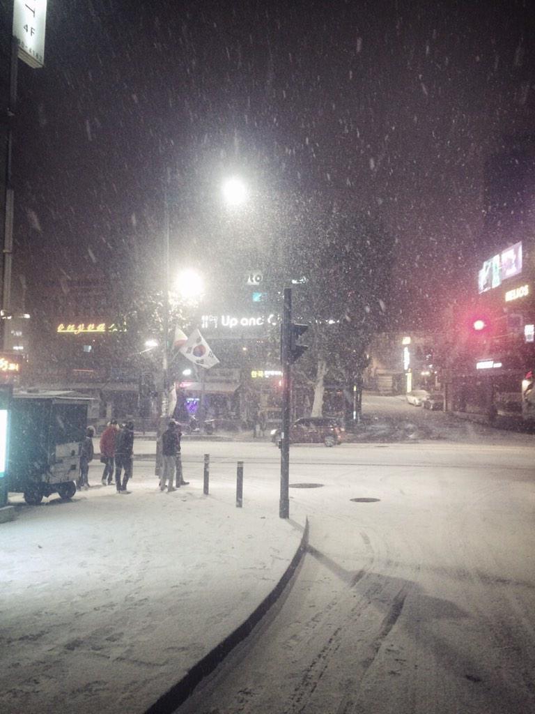 韓国めっちゃ雪降って寒いんだって〜❄️⛄️❄️⛄️❄️⛄️ひゃ〜 http://t.co/NRxRCd7cqD