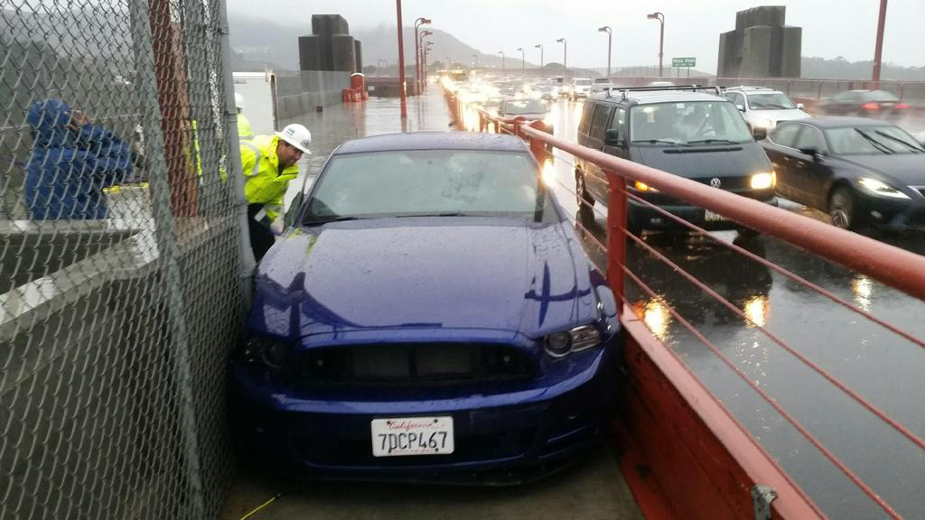 Guy managed to drive his Mustang on to the sidewalk of the Golden Gate Bridge. Yes, he was arrested. #SanFrancisco http://t.co/KP4GQVJ61y
