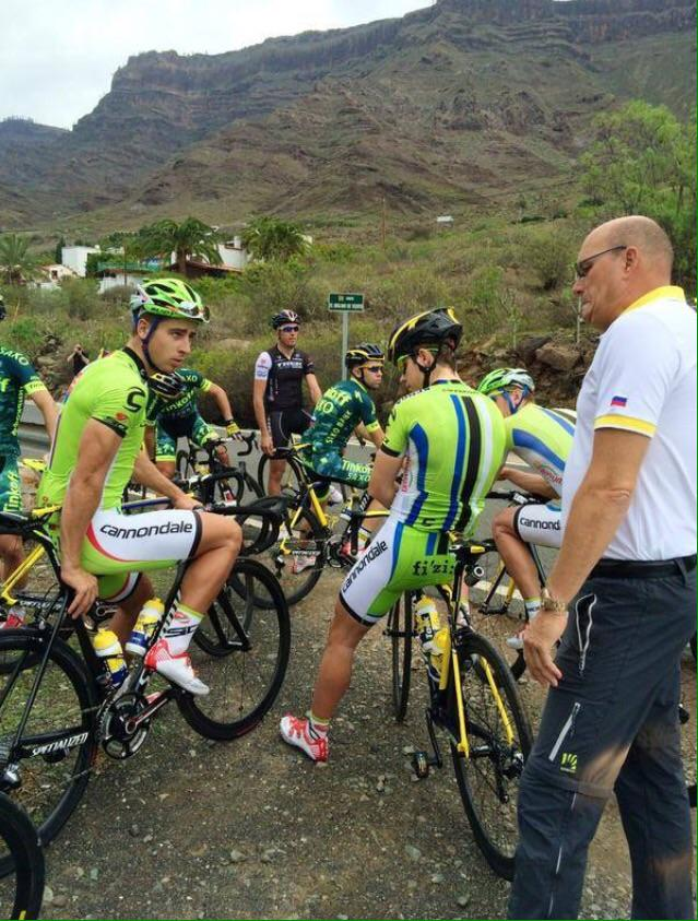 That awkward moment when you have to wear your old teams kit, but already ride the new teams bike! http://t.co/IXJUsB3Cx2
