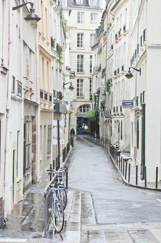 #PostcardfromParis: Getting lost in the city's narrow, meandering streets. http://t.co/1ey43qM7l1