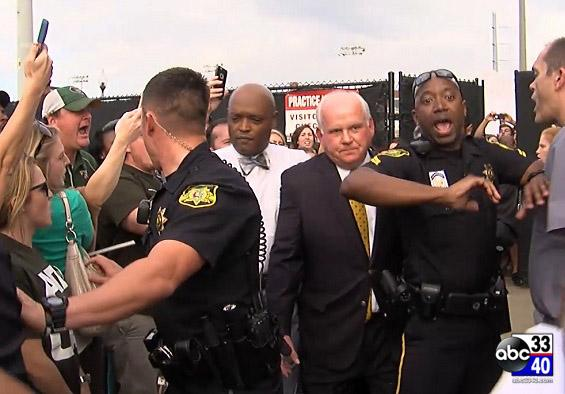 RAW VIDEO | Angry #UAB supporters lash out at President #RayWatts http://t.co/IePbmLPETu http://t.co/d5SrTCAjX5