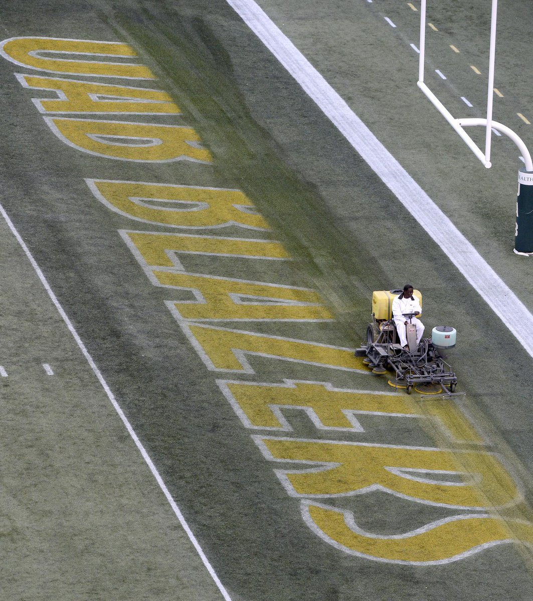 #UAB Blazers logo erased from Legion Field for the last time  http://t.co/jow6FBY0sf http://t.co/MNSsgmD45E
