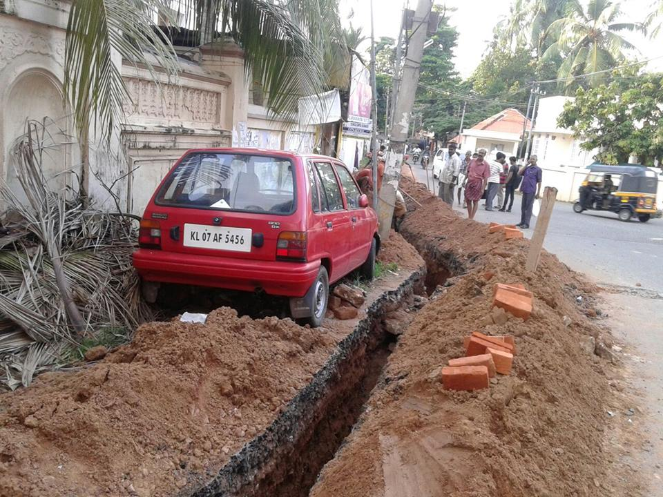 A guy parked his car, and then this happened. Via Harish Vasudevan on Facebook. http://t.co/dhwZG7BbsS