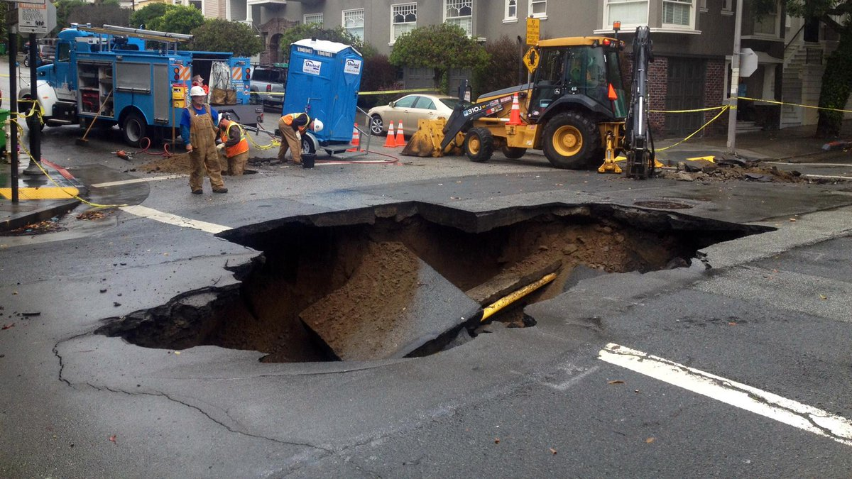 There's a sinkhole in SF from today's rain. The hole already has multiple bids above the listed price of $3500 /mo. http://t.co/F8xkt24kZX