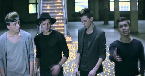 Decoders, wat vinden jullie van de nieuwste single van @BoycodeMusic? #Itsamistake http://t.co/Ud2oTfK8ln
