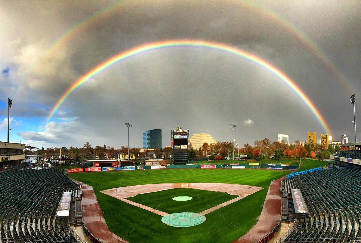 Double rainbow all the way across @RaleyField! http://t.co/WgwJSH8PGp