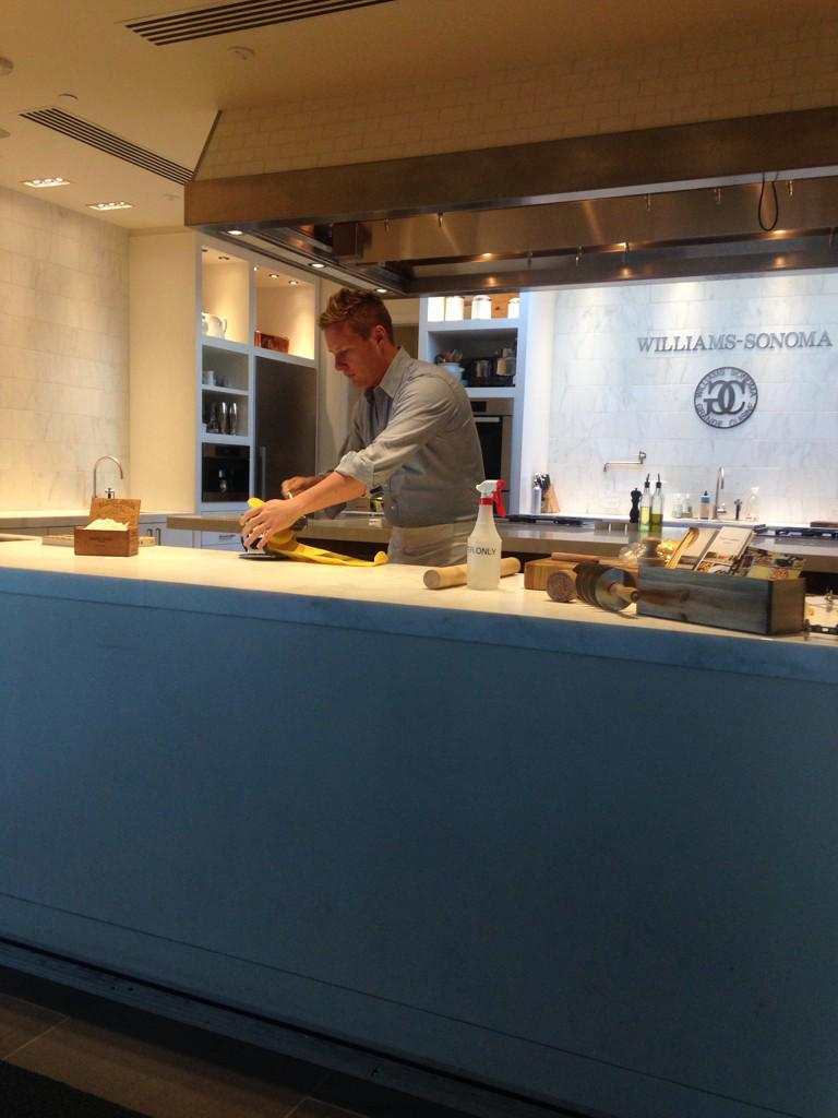 Teaching the @flourandwater dough way! @WilliamsSonoma http://t.co/5SqqpeXNU4