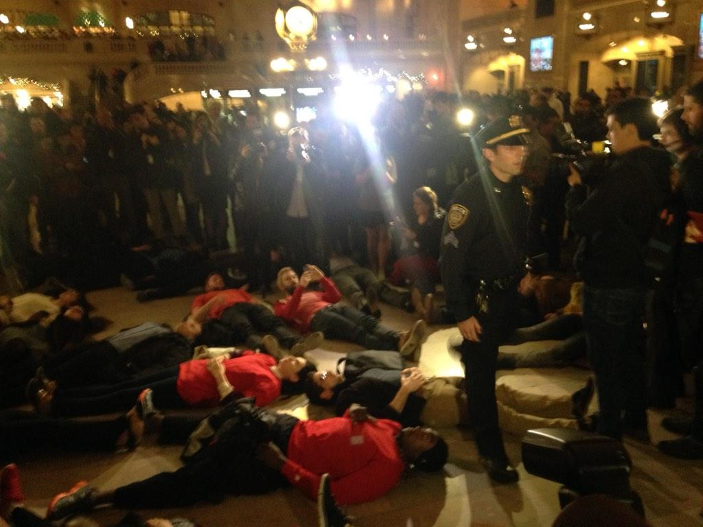 Surrounded by onlookers & #NYPD at #grandcentral demonstrators protest grand jury decision in death of Eric Garner http://t.co/Vj3F0EeToz