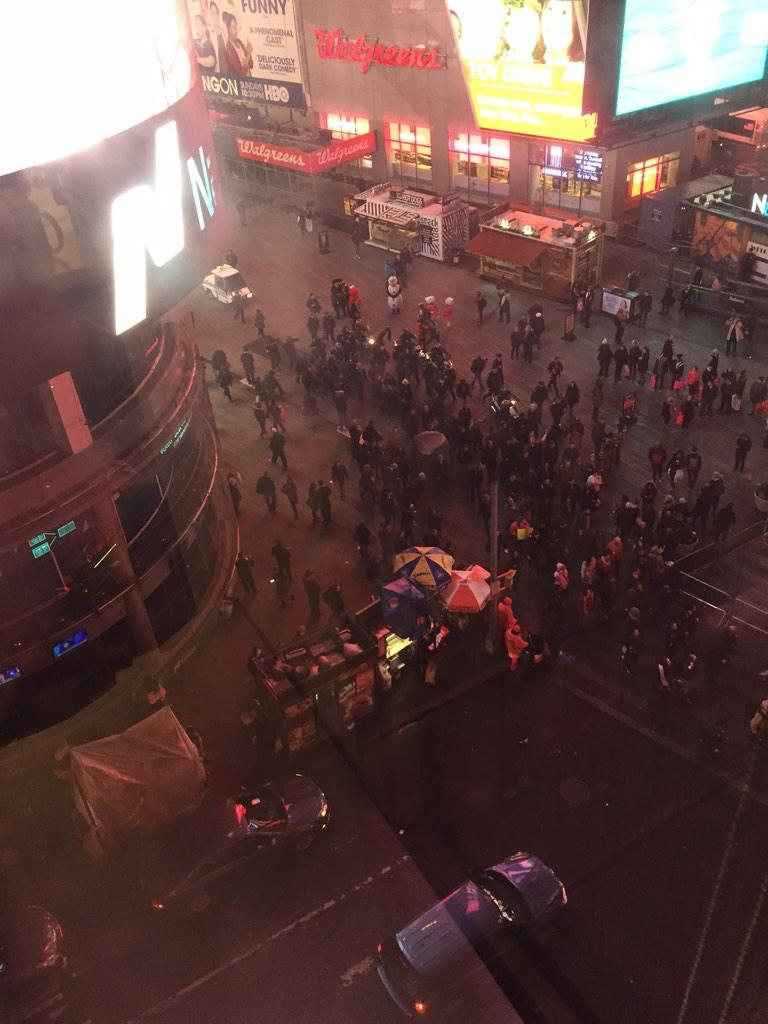 Protesters chanting #ICantBreathe as they march through Times Square http://t.co/EaqAGP7OPZ