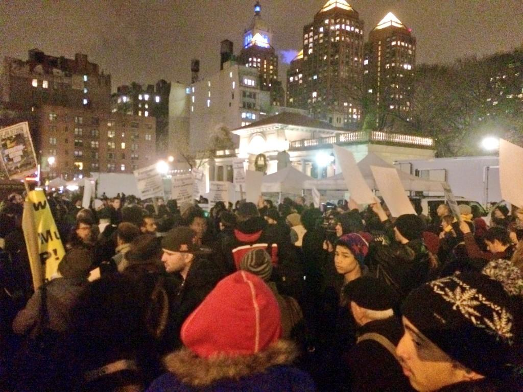 RIGHT NOW: Hundreds gathering in Union Square in NYC to protest no indictment in #EricGarner case. #BlackLivesMatter http://t.co/9svkdEmAFH