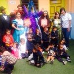 El Bus #Quito Maravilla fue recibido con alegría en #Latacunga. ¡Todos apoyan a la capital! #SiGanaQuitoganaEcuador http://t.co/Pbk9J3gFbj