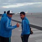 Sinha y Camilo Sanvezzo listos para abordar el avión rumbo a Chiapas. #VamosPorLaLiguilla http://t.co/eNZUcLvgaA