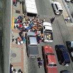 Saqueo de un camión de medicina a lado de la clinica razetti en barquisimeto. #20N http://t.co/SAreAcqZad