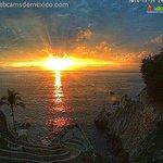 Hoy estamos de festejo en #Acapulco celebramos #LaQuebrada80Años con nuestra @webcamsdemexico #AcapulcoPUEDE #Turismo http://t.co/3L31AbLhVu