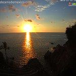 La nueva webcam La Quebrada de #Acapulco nos da imágenes espectaculares. Aquí unos atardeceres de noviembre 2014 http://t.co/aACfSpQKMO