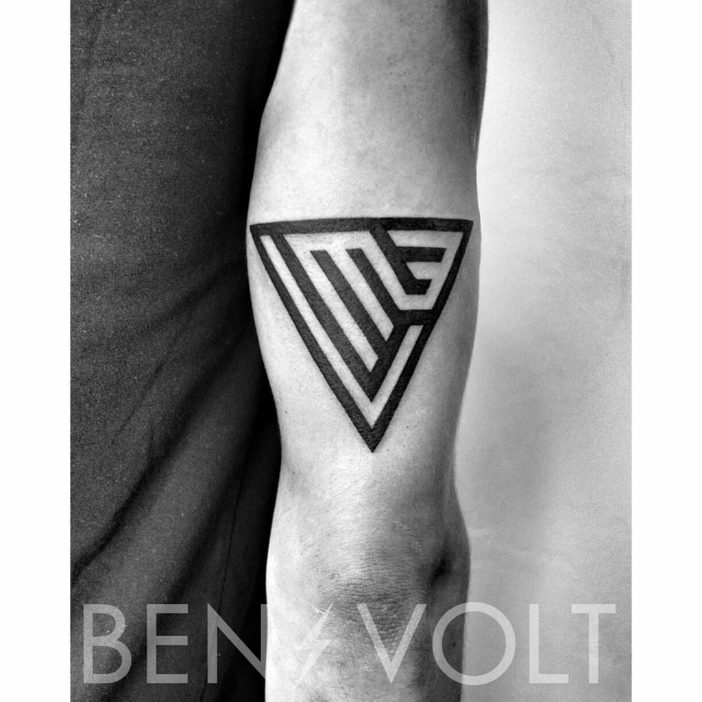 MEV. #Abstract #geometric #initials to honor his Mom. #benvolt #blackwork #tattoo #typography #graphicdesign http://t.co/a9BOXHBiy5