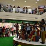 Súper flashmob para III maratón #Ni Una + @JCGossain @anaegomezh @bolivarganador http://t.co/1pwfa7vsdS