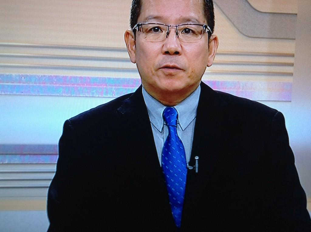 """ステキすぐるwww  """"@nyanSmap13144: 【速報】NHKの福岡のアナウンサー、SMAPのMr.Sコンサートツアーグッズのネクタイを着用してニュースを読むwwwww http://t.co/SmaaeqOza0"""""""