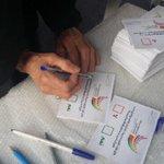 السنابس : صورة مباشرة .. نصب خيمة الإستفتاء لليوم الثاني على التوالي بميدان الشهيد هاني خميس #14feb http://t.co/OwMB2WQPjx