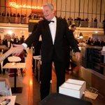 Auf dem Laufband beim #Bundespresseball: Austern, Sushi und ein Bundespräsident. #Gauck http://t.co/7KjxVaFdjH