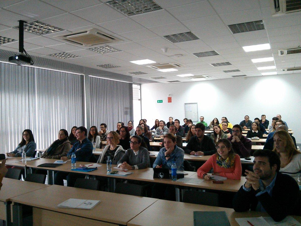 Los alumnos de #cursoCMUnia, muy atentos a las explicaciones de @soyalbertovalle ;) http://t.co/dVlvWIYeE6