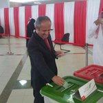 رئيس جامعة البحرين يدلي بصوته في الانتخابات النيابية والبلدية بالمركز العام في #جامعة_البحرين #بصوتك_تقدر #البحريـن http://t.co/uCzMU9zu7I