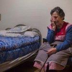 Carmen, 85 años, desahuciada de su casa por avalar a su hijo. La imagen te parte el alma... Si eres humano. Qué país! http://t.co/5e2ZFoj6wg