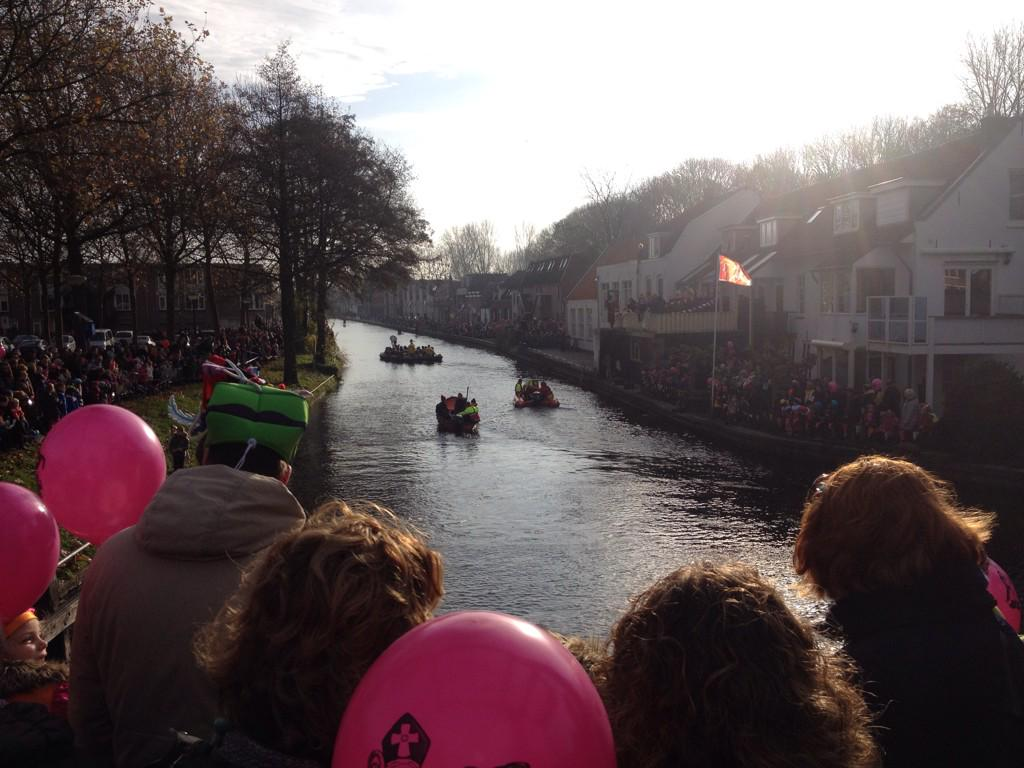 "Vol verwachting klopt ons hart... ""@IJsselsteinNL: Sint komt zaterdag aan in #IJsselstein http://t.co/9poVFG2Z1k"" http://t.co/kQAO6Tp7xb"