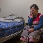 País de locos. Algo falla en una sociedad que permite que Carmen, una anciana de 85 años sea desahuciada. http://t.co/TxlorZY0US