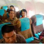 That is Indonesias new president Joko Widodo and his wife flying economy to SIngapore for their sons graduation http://t.co/FzJFJ6Mcob