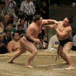 大相撲十一月場所、いよいよ明日は千秋楽! 今年最後の取組となります。 ■見逃せない!明日の好取組 白鵬-鶴竜 1敗の白鵬を追う、2敗の鶴竜。横綱同士の直接対決。 過去は33-4で白鵬の優勢。#sumo http://t.co/VSBjfvp6LN