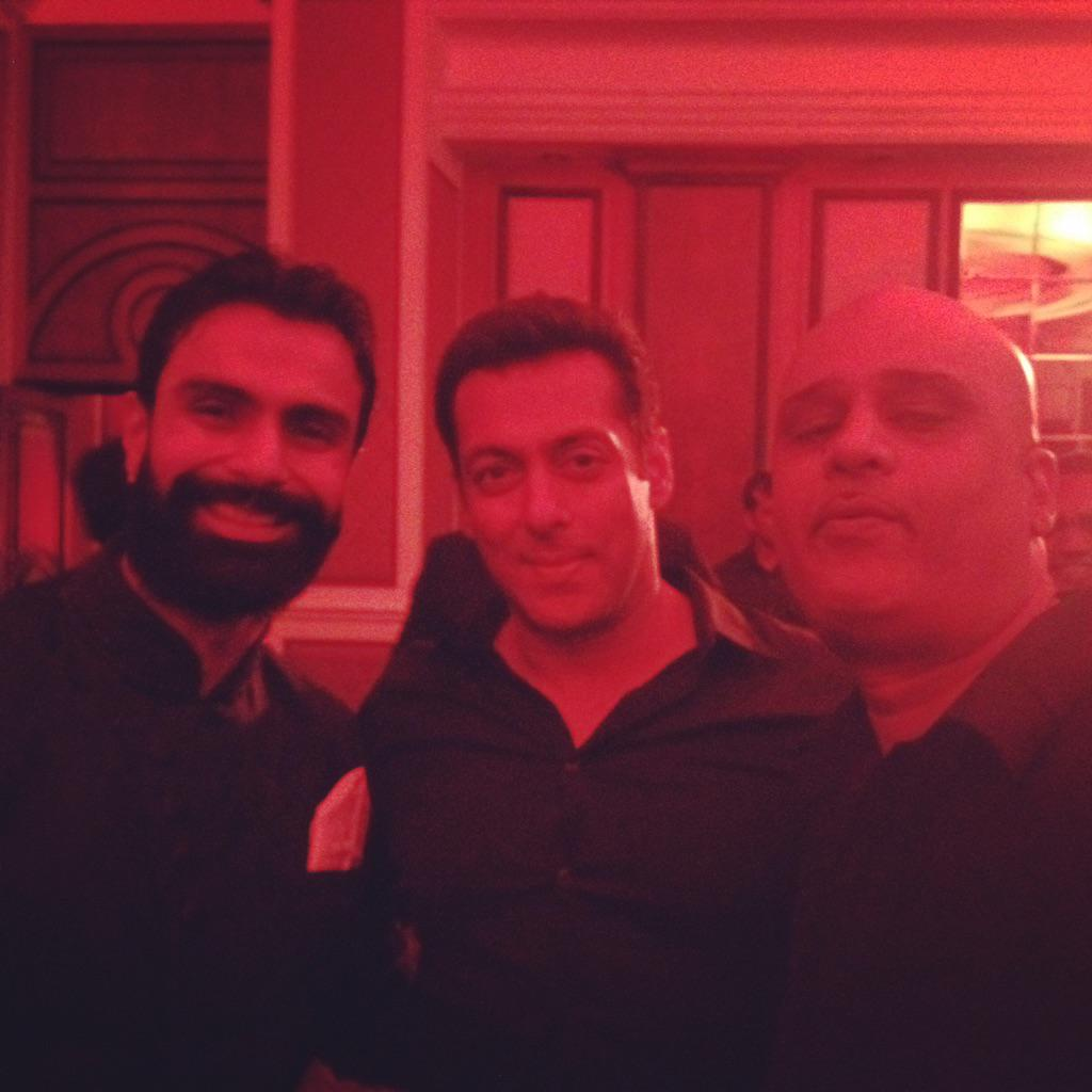 Bless our little sister Arpita with all the love and light as she starts a new chapter of her life! @BeingSalmanKhan http://t.co/DDPI8JAzrE