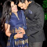 RT @dnaAfterHrs: This has to be the awww pic of the day! How cute are Riteish and mom-to-be Genelia in this pic! @geneliad http://t.co/plNv…