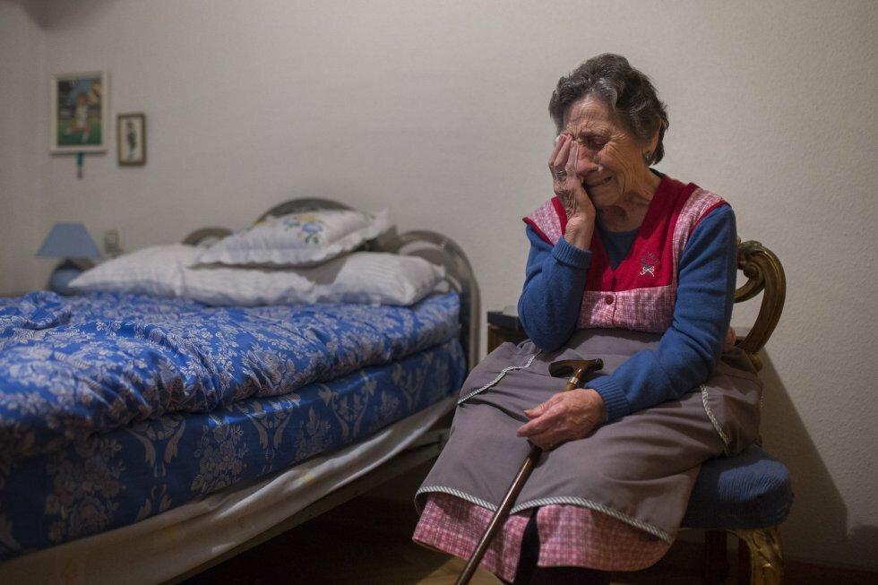 ¿¿¿Qué clase de gobierno es aquel que permite echar a la calle a nuestros ancianos??? Entre todos debemos ayudarnos!! http://t.co/LF08MLIiI4