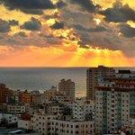 أسعد الله مسائكم بكل خير.. غروب الشمس من سماء مدينة #غزة مساء اليوم .. #فلسطين #مساء_الخير http://t.co/nqiubkz3Z4
