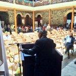 RT @Sociopedro: Dicen que los locos hablan solos #Iquique http://t.co/RwfcInLMMk / no esta solo... esta con un vikingo x lo q se ve