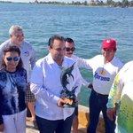 """Recibió Reconocimiento el Gob @betoborge de @carlosperezafra por el Apoyo Brindado al """"Wahoo de Plata"""" @JLToledoM http://t.co/gtYeLgkMZm"""