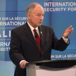 Canadian Defence Minister Rob Nicholson is calling on Russia to get out of Ukraine. #CDNpoli http://t.co/9rNHNzUiUA http://t.co/QsGBIMkPoC