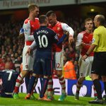 Olivier Giroud squaring up to Wayne Rooney in todays match. #AFC #MUFC http://t.co/lwB5xdjVt1