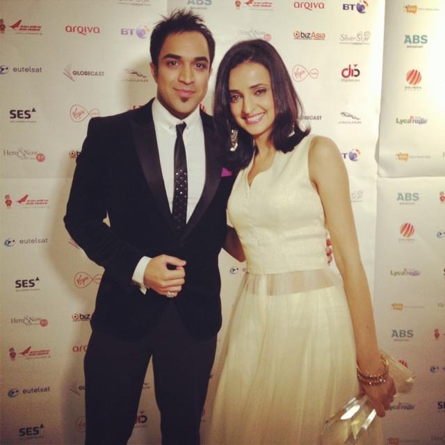 Hey Guys catch @Avtaofficial Awards on @THEOFFICIALB4U 2nite at 7pm with @karantacker #SanayaIrani @rajansinghmedia http://t.co/OTdkiGaz1r