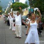 En fotografia de @inshots se puede ver mi entusiasta participacion en #vallahumanaxlapaz coreando #acapulcoestadepie! http://t.co/vfjASOM8EA