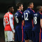Welbeck forgot hed joined Arsenal during the pre-match handshakes... http://t.co/4o56bdCRpO
