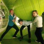 Was schätzt ihr wieviel laufende Meter Rohr bei den Skulpturen in der Informatik Fakultät verarbeitet sind? #swdd14 http://t.co/VkPoAgs7SB