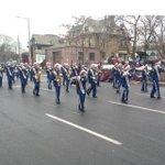 No snow for Santa at the #HamOnt Santa Claus parade. Temp is 4C. http://t.co/KMlqaIReOh