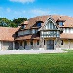 La villa de Claude Lelouch (Deauville) est toujours en vente Prix: 9 340 000$ Plus dinfos →http://t.co/eX8Fkw05PH← http://t.co/tuqhsKVrbn