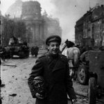 A Russian soldier carries a statue head of Adolf Hitler, Berlin, May, 1945 http://t.co/jgHWzQwrGY