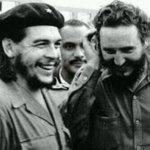 """Miren quién se """"coló"""" entre """"El Ché"""" y Fidel Castro!!! http://t.co/jFAim1B55P"""