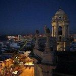 La noche en #Cadiz desde la torre de poniente de la catedral... http://t.co/XLbzvsMHKG